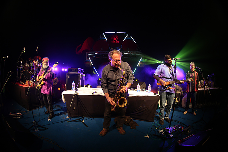 Oh! what a fusion. Indian Ocean with George Brooks at the Saxophone!
