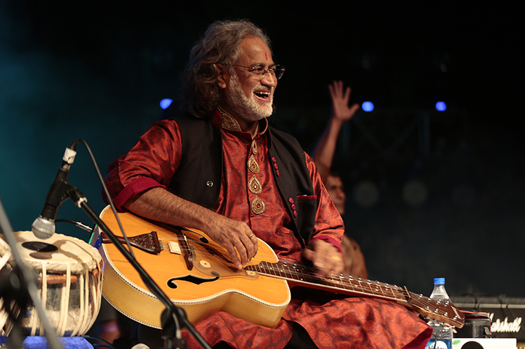 Highlight of Taalbelia, the legendary instrumentalist Pandit Viswa Mohan Bhatt with his Mohan Veena, as he interacts with the audience at Desert Resort.