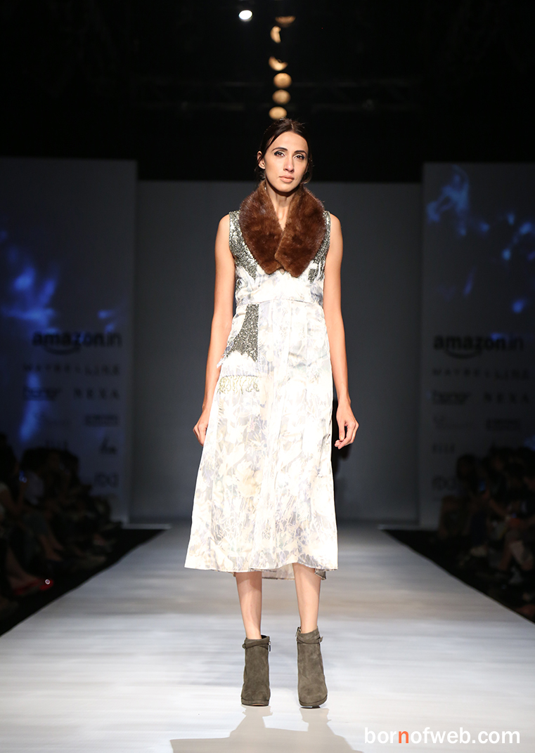 Vaani Kapoor walks for Rina Dhaka