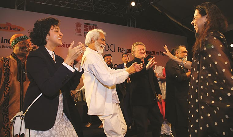 Born Of Web Off The Record Indian Designers Rohit Bal Anju Modi Others Let Their Hair Down At This Fashion Do Born Of Web